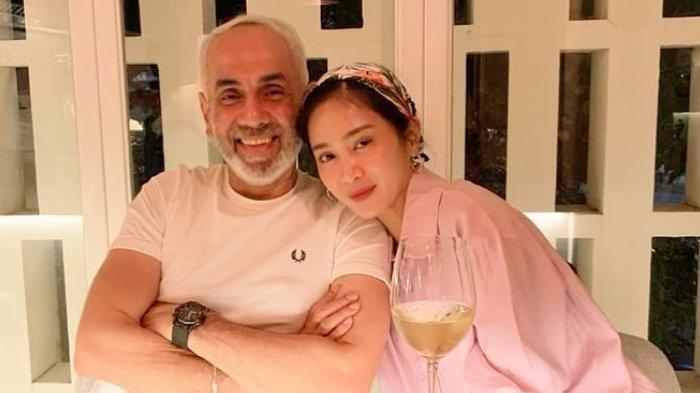 Terpaut Usia 18 Tahun dengan Suami, Bunga Zainal Buka-bukaan Urusan Ranjang: Kalah yang Muda