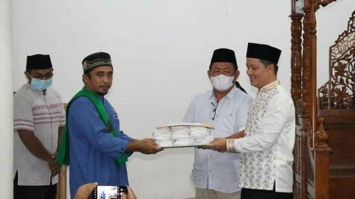 Safari Ramadan ke Desa Bebatu Bupati KTT Ibrahim Ali Berikan 1.000 Masker dan Bansos Rp 50 Juta