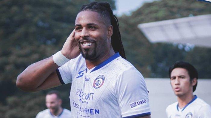 Carlos Fortes Mulai Gacor Bareng Singo Edan, Arema FC Hajar Persela Lamongan di Derby Jatim Liga 1