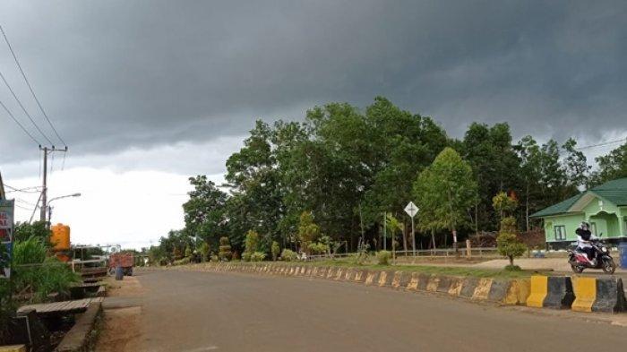 Cuaca di Kecamatan Sesayap, Kabupaten Tana Tidung pagi ini (15/7/2021) sedang mendung. (TRIBUNKALTARA.COM / RISNAWATI)
