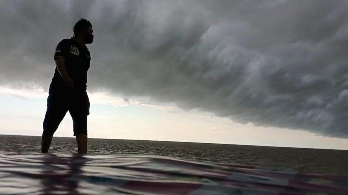 Info Cuaca BMKG Minggu 1 Agustus 2021, Hujan Petir dan Angin Kencang Potensi Terjadi pada 11 Wilayah