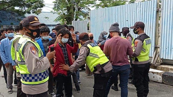 Sebelum Sampaikan Aspirasi ke Pjs Gubernur Kaltara, Polisi & Satpol PP Periksa Mahasiswa