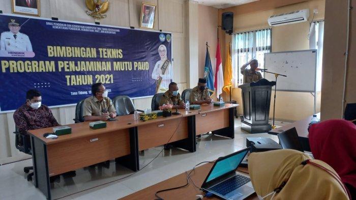 Kepala Dinas Pendidikan dan Kebudayaan Kabupaten Tana Tidung, Jafar Sidik, saat bimbingan teknis terkait Penjaminan Mutu PAUD Tahun 2021, Selasa (12/10/2021).