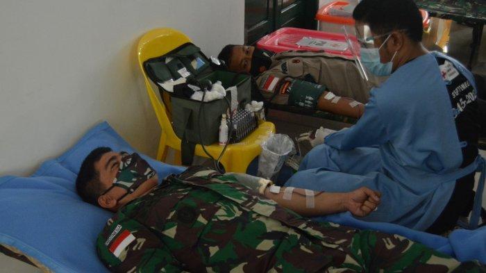 Satgas Pamtas Yonif 623/BWU selenggarakan sunatan massal dan donor darah (HO/Satgas Pamtas Yonif 623/BWU)