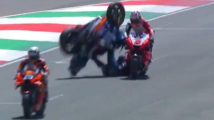 Insiden Tak Biasa di MotoGP Italia, Pebalap Ducati Tabrakan, Bastianini Salahkan Zarco