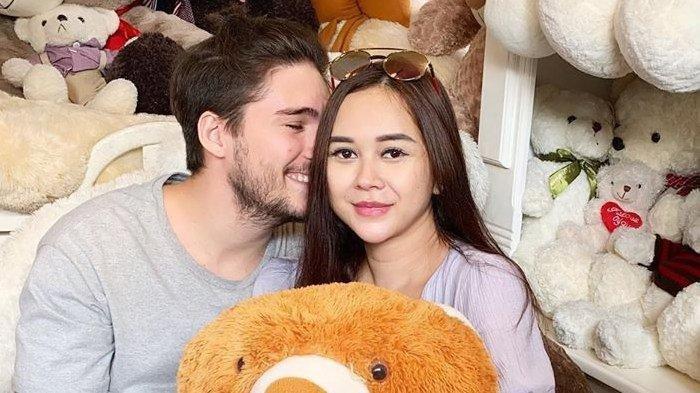 Resmi Sandang Status Janda di Sidang Cerai Perdana, Aura Kasih Sesalkan Eryck Amaral Menghilang