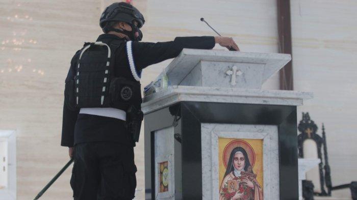 Amankan Perayaan Paskah di Gereja Katholik Santa Theresia, Gegana Brimob Bawa Peralatan Khusus