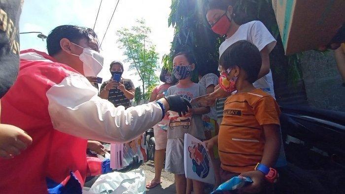 Diterpa Isu Tas Bansos, Gibran Anak Jokowi Tetap Blusukan Hingga Bagi Masker kepada Masyarakat Solo