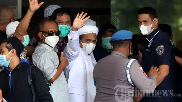 Polisi Tangkap Kuasa Hukum Habib Rizieq Sebelum Imam Besar FPI Dijatuhi Vonis 4 Tahun Penjara