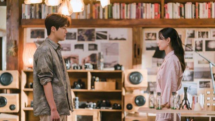 Sinopsis Hometown Cha-Cha-Cha Episode 14 Minggu Malam, Hye Jin Minta Putus dari Doo Sik