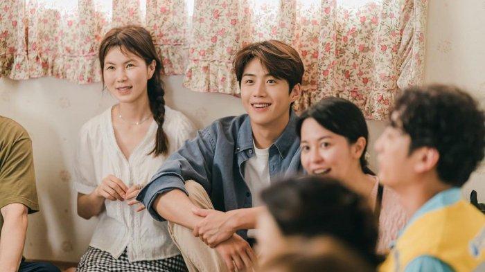 Link Nonton Drakor Hometown Cha-Cha-Cha Episode 6 Minggu Malam, Bisa Streaming di Netflix