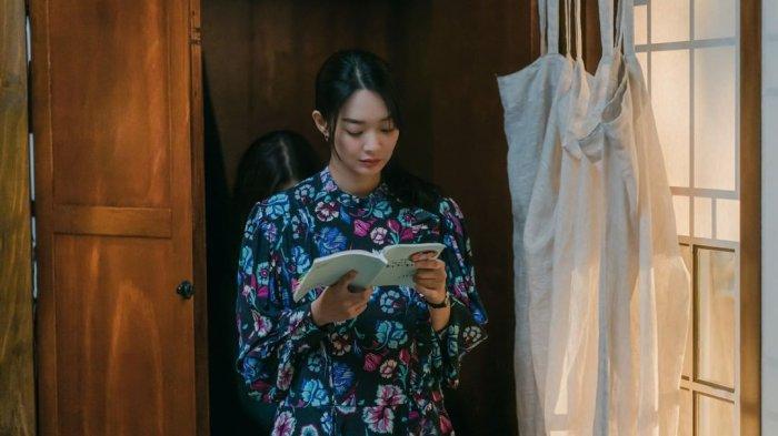 Sinopsis Hometown Cha-Cha-Cha Episode 13 Sabtu Malam, Hye Jin Temukan Foto Masa Lalu Doo Sik
