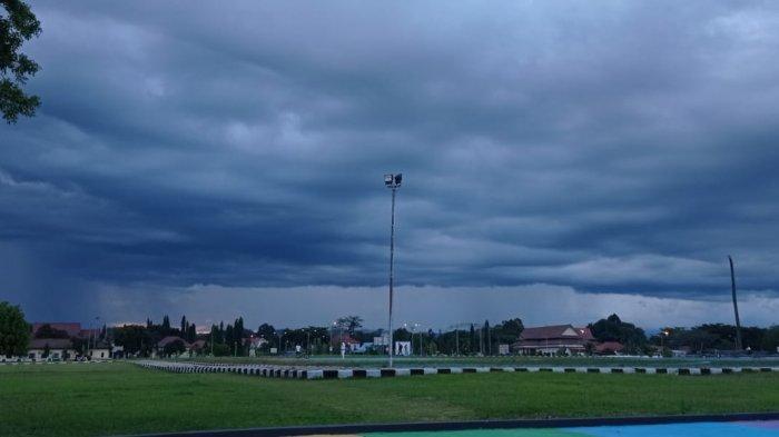 Prakiraan Cuaca Kaltara Sabtu 4 September 2021, Hujan Petir Berpotensi Terjadi di Malinau Sore Ini