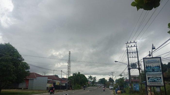 Prakiraaan Cuaca Kaltara Selasa 13 Juli 2021, Waspada Hujan Petir Sore hingga Malam di Malinau