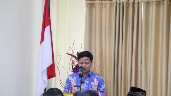 Bupati Kabupaten Tana Tidung, Ibrahim Ali saat berada di Kantor Bupati Tana Tidung.
