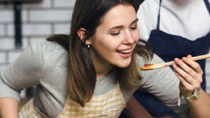 Apakah Mencicipi Makanan Bisa Batalkan Puasa? Begini Penjelasan Hukumnya