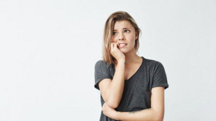 7 Kebiasaan Buruk Ini Bisa Merusak Gigi, Hindari Menggigit Kuku!