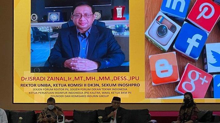Rektor Uniba Dr Isradi Zainal menjadi pembicara pada seminar nasional dengan tema Desain Arsitektur Ruang Siber Ibu Kota Negara (IKN) dalam Persfektif Pertahanan Keamanan guna Meningkatkan Cyber Awareness.