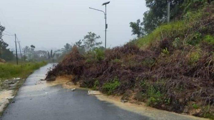BREAKING NEWS Diguyur Hujan Semalaman, Ruas Jalan di Desa Jelarai Selor Bulungan Tertimbun Longsor