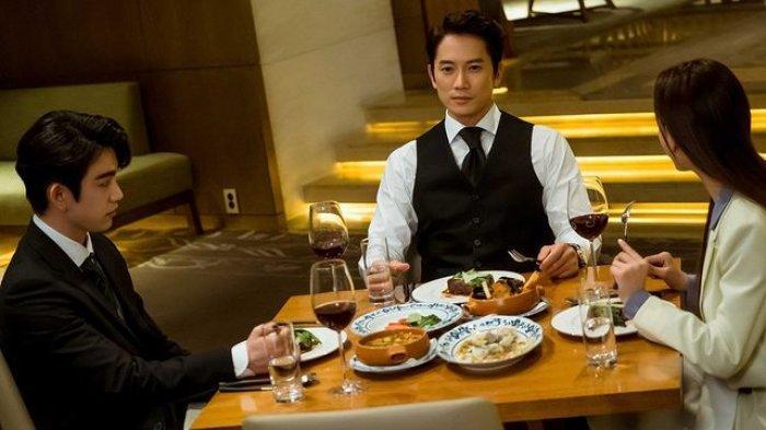 Ji Sung berperan sebagai Kang Yo Han di The Devil Judge.