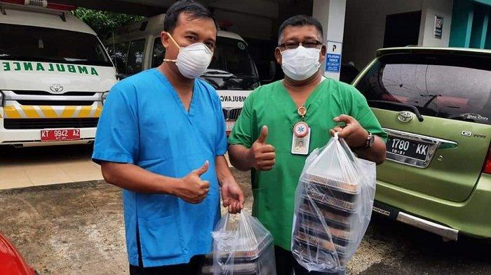 Keluarga Alumni Universitas Gajah Mada (Kagama) Balikpapan memberikan bantuan pake makanan dan minuman sehat kepada petugas yang terlibat penanganan Covid-19 di Balikpapan.