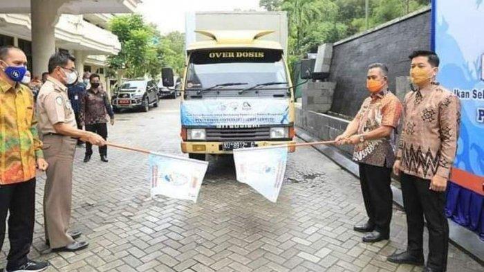 Dalam rangka Bulan Mutu Karantina Ikan 2021, Wali Kota Tarakan dr.Khairul memberikan paket bantuan ikan kepada warga.