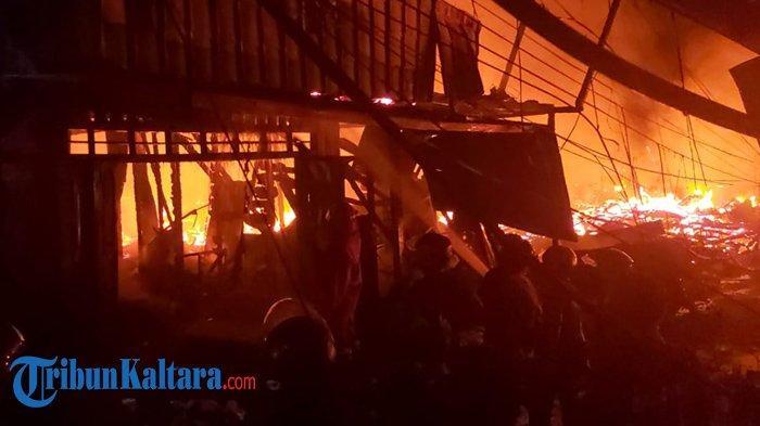 Sebanyak 57 rumah di sekitar pasar Inhutani Nunukan, RT 10, Nunukan Utara ludes terbakar, Minggu (10/01/2021), pukul 18.00 Wita. (TRIBUNKALTARA.COM/ Febrianus felis.)