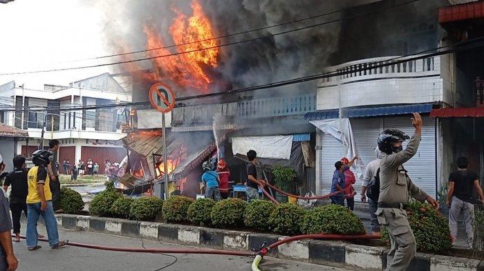 Si jago merah mengamuk di Jalan Ahmad Yani, Kelurahan Nunukan Tengah, Kabupaten Nunukan, Kalimantan Utara, Sabtu (17/07/2021), pukul 16.20 Wita.