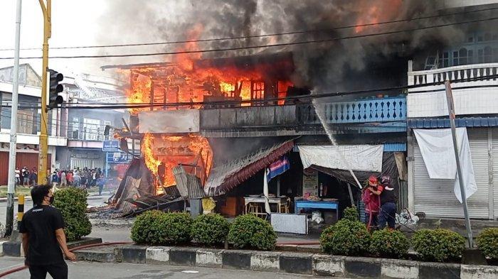 BREAKING NEWS: KebakarandiKabupaten Nunukan, Satu Konter Handphone Ludes Terbakar