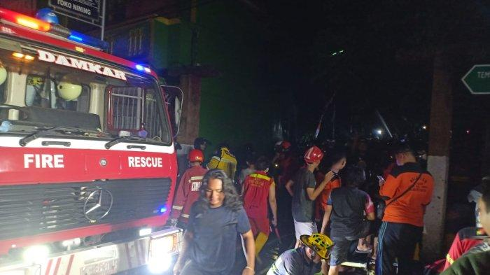 Api yang melahap 2 bangunan di KS Tubun, Gang Jabal Nur 2, RT 09, Kelurahan Sidodadi, Kecamatan Samarinda Ulu berhasil dipadamkan pukul 00.30 WITA, Kamis (30/9/2021) dini hari.