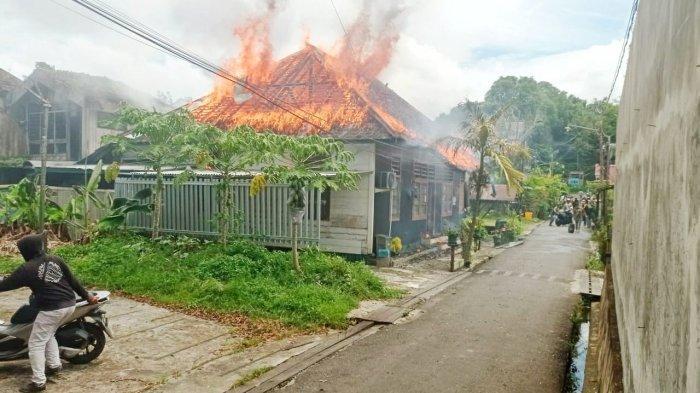 Habis Salat Jumat Terjadi Kebakaran di Kawasan Padat Penduduk di Samarinda, Ini Penyebabnya