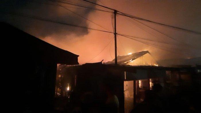 BREAKING NEWS - Kebakaran Landa Kawasan Padat Penduduk di Kelurahan Baqa, Samarinda Seberang