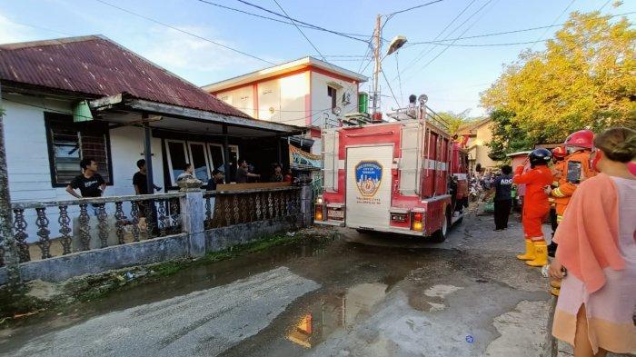 Api Nyaris Membakar Rumah di Tarakan, Ikhlaskan Atap Dibongkar demi Selamatkan Rumah Warga Lain