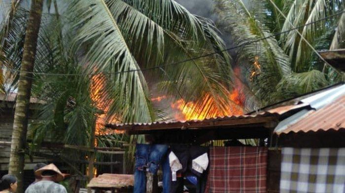 Terjadi Ledakan dari Dalam Kamar, Dua Rumah Terbakar di Jalan Binalatung Pantai Amal Kota Tarakan,