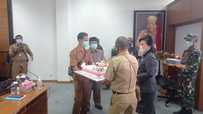 Usai Pimpin Sidang Paripurna, Ketua DPRD Malinau Ping Ding Dapat Kejutan di Hari Ulang Tahun ke 51