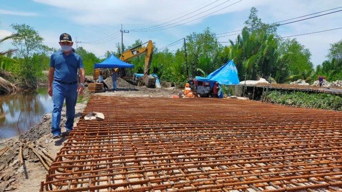 Kunjungan lapangan Wali Kota Tarakan dr. Khairul dan memantau sejumlah pembangunan termasuk pembangunan jembatan di wilayah Binalatung.