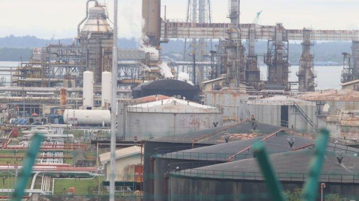 Penampakan asam hitam yang membumbung di area Kilang Pertamina RU Balikpapan dengan sigap ditangani. (TRIBUNKALTIM/DWI ARDIANTO)