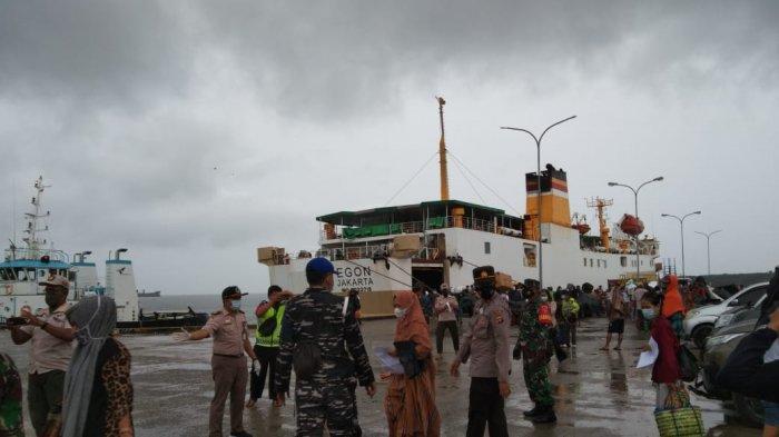 Kapal Pelni KM Egon tiba di Pelabuhan Lok Tuan Bontang, Jumat (21/5/2021)