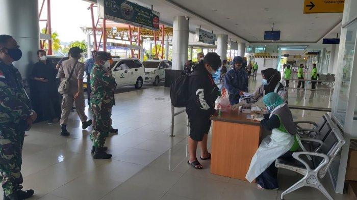 Cegah Covid-19 di Tarakan, Danrem Brigjen TNI Suratno,Tinjau Pelaksanaan Swab di Bandara Juwata