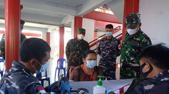 Kunjungi Nunukan, Komandan Lantamal XIII Tarakan Lakukan Monitoring Vaksinasi Covid-19 Massal 48 PMI