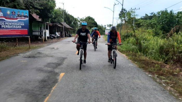 Aktivitas olahraga bersepeda bersama Komunitas Sepeda Malinau dari Malinau Kota menuju Desa Mensalong Nunukan, Provinsi Kalimantan Utara, Sabtu lalu (23/5/2021). (HO/Dokumentasi Malinau Bike Community)