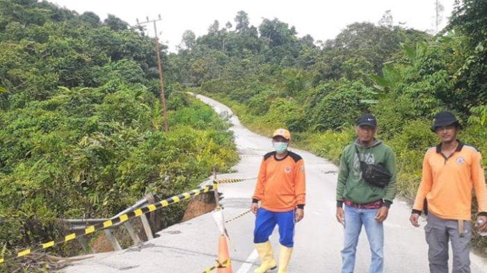 Jalan Menuju Peso Longsor, BPBD Bulungan Pasang Rambu-rambu & Minta Pengguna Jalan Berhati-hati