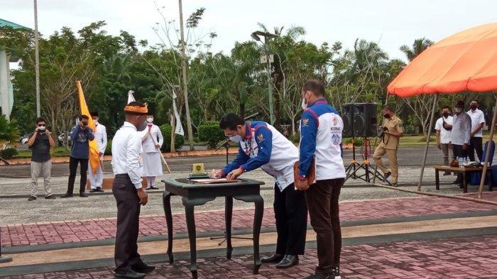 Yansen Tipa Padan Lantik Syarwani Jadi Ketua Kormi Bulungan, Minta Olahraga Tradisional Dilestarikan