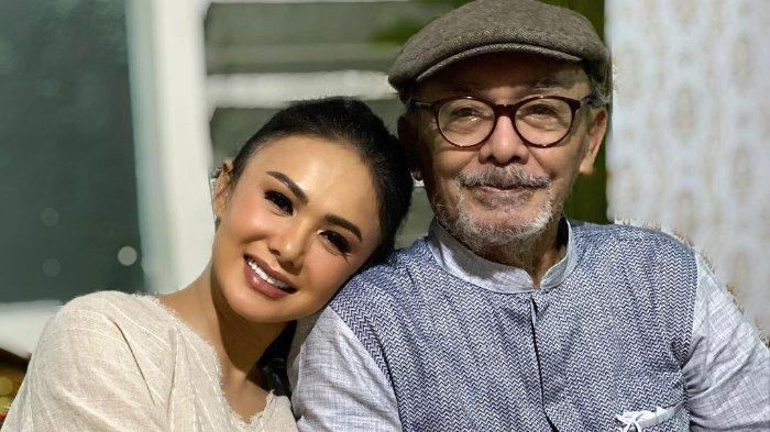 Terpisahkan Jarak, Krisdayanti dan Yuni Shara Saksikan Proses Pemakaman Sang Ayah Lewat Video Call