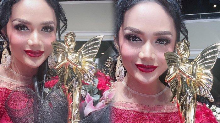 Krisdayanti Pamer Piala di Hari Kartini, Raih Penghargaan Bareng Amanda Manopo hingga Lyodra