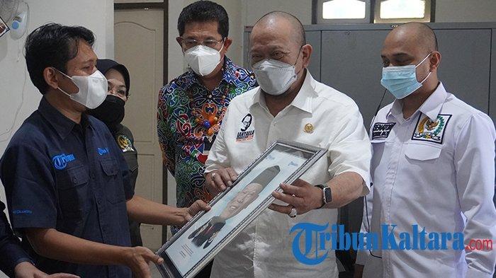 Kunjungi Kantor Tribun Kaltara, Ketua DPD RI La Nyalla Mattalitti Usulkan Ada Capres dari DPD