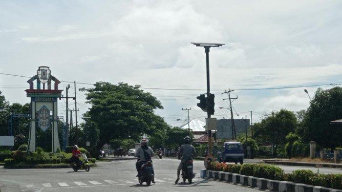 Kondisi lalu lintas di Pertigaan Jalan Raja Pandita, Kecamatan Malinau Kota, Kabupaten Malinau, Provinsi Kalimantan Utara, Kamis (10/6/2021)