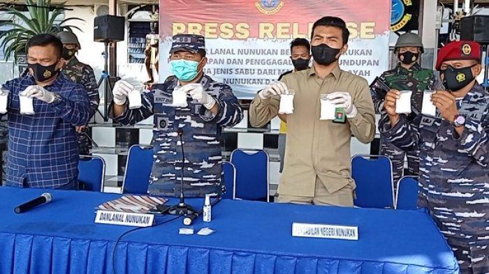 Lanal Nunukan Amankan 10 Bungkus Paket Sabu, 1 Tersangka Lolos, 2 Pria Diserahkan ke Mako Polres