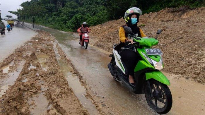 Arus Lalulintas Kendaraan di Kawasan Longsor Dialihkan, Pengguna Jalan Masih Bisa Melewati