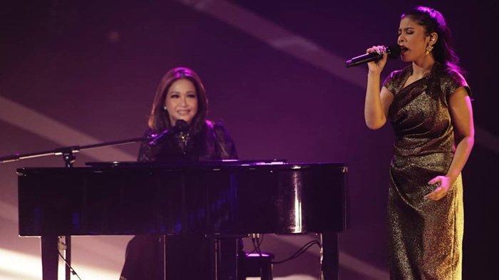Maia Estianty berduet dengan Rimar Callista di panggung Indonesian Idol, Senin (15/03/2021). (Instagram / @indonesianidolid)